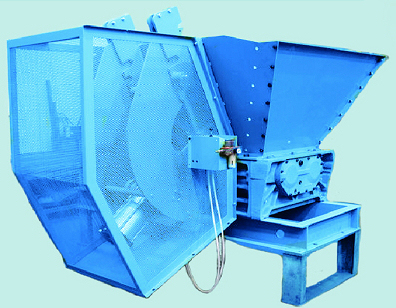 Hydraulic feeder for double shaft shredders